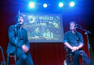 Quique González y Lapido durante la presentación