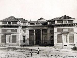 Fachada norte del museo en 1878 (Foto tomada de Solo Fotos Antiguas)