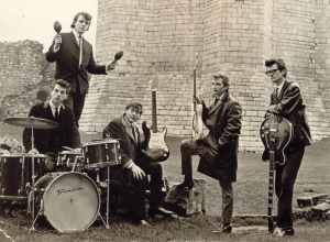 The Avengers, primera banda de Joe Cocker al que vemos con las maracas
