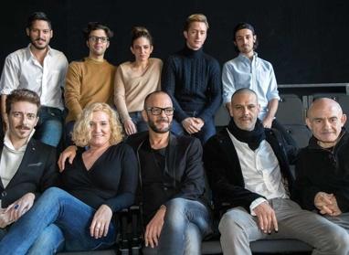"""""""Foto de familia"""" de Fausto, con Tomaz Pandur en el centro."""